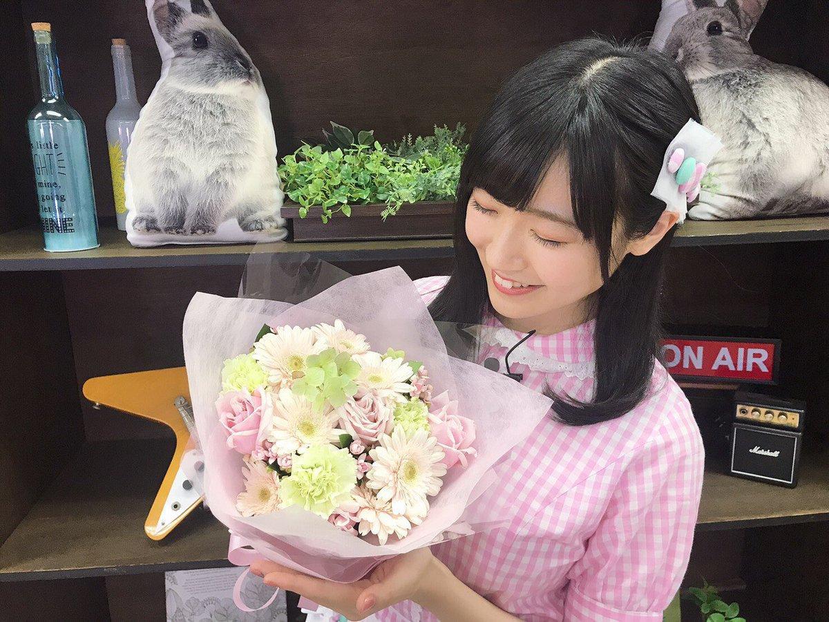 TOKYO MX「#バンドリTV」本日23時〜 放送です✨先日の収録にて、お花を頂きました。MCを担当させて頂けている事、本当に、幸せです。大好きなあいみんとスタッフチームの皆さんと、沢山笑顔をお届けできますよう頑張ります(*´꒳`*)✨