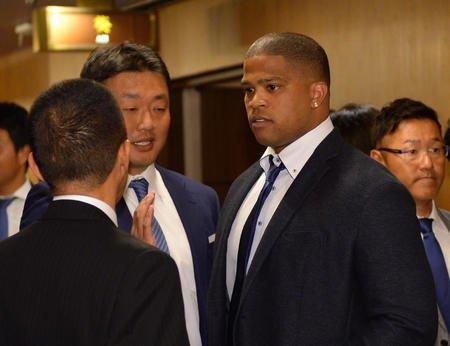 中日ビシエドが納会初参加「素晴らしい時間だった」(日刊スポーツ)- Yahoo!ニュース 名古屋市のホテルで行われた中日の球団納会に、来日4年目のダヤン・ビシエド内野手が初参加した。