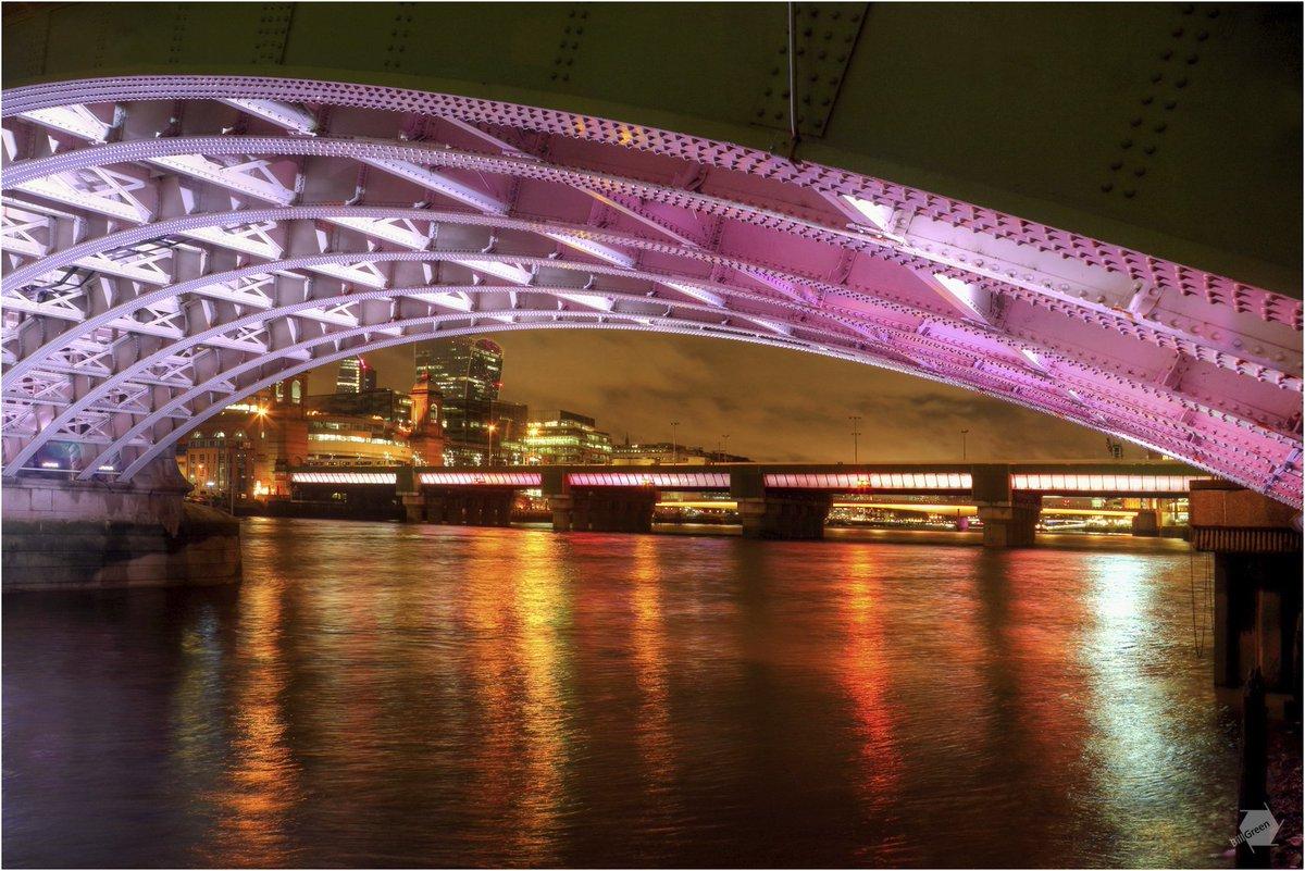 Bill Green on Twitter: Bridge Illuminations for the Lord Mayors Show featuring Southwark Bridge, Cannon Street Railway Bridge and London Bridge. #lordmayorsshow #SouthwarkBridge #Thames #Illuminations #lights #colours  @lordmayors_show @SpeirsandMajor…