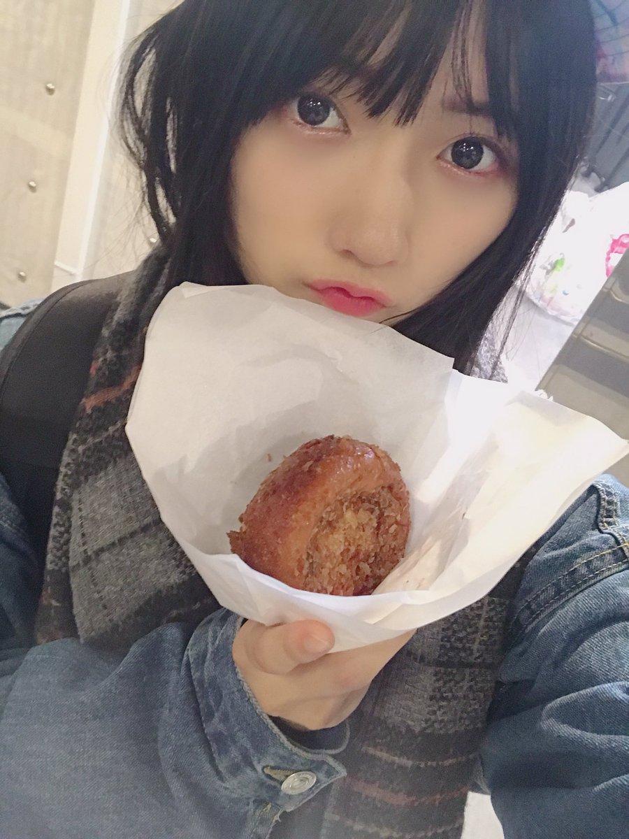 かれーぱん。美味しくいただきました。さいこーに美味しかったです。🍛🍞みんなもかれーぱん食べて、おやすみなさい。😀✨#門脇実優菜#このカレーパンが一番美味しいわん