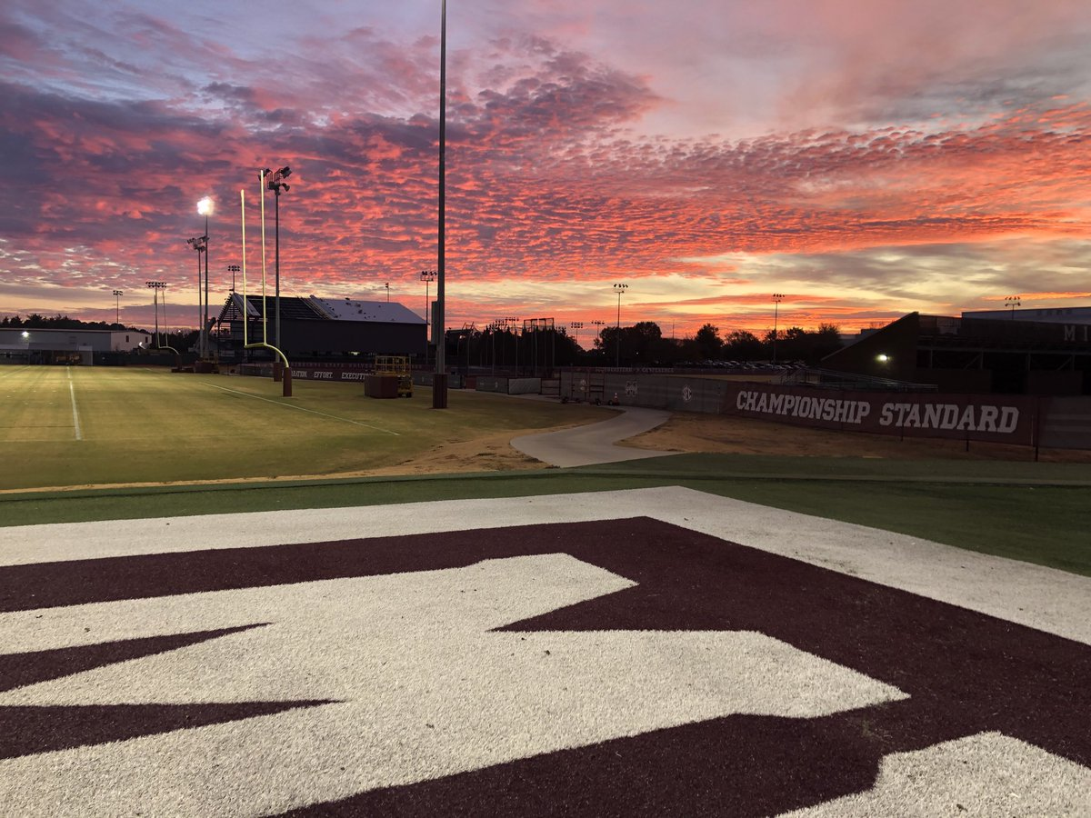 Beautiful morning in #Starkvegas for Day 1 of the #OmahaChallenge  #EarnIt #LetEmKnow #HailState<br>http://pic.twitter.com/0IBlEAFsTI