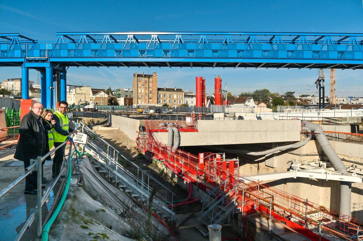 Le Maire et ancien président du Conseil de surveillance de la Société du #GrandParis @ASantini_UDI était ce matin sur le chantier de la gare du Fort d'Issy.  @Issylesmoul, avec la gare Issy RER, comptera deux gares du Grand Paris Express - ligne 15 sud #Transports