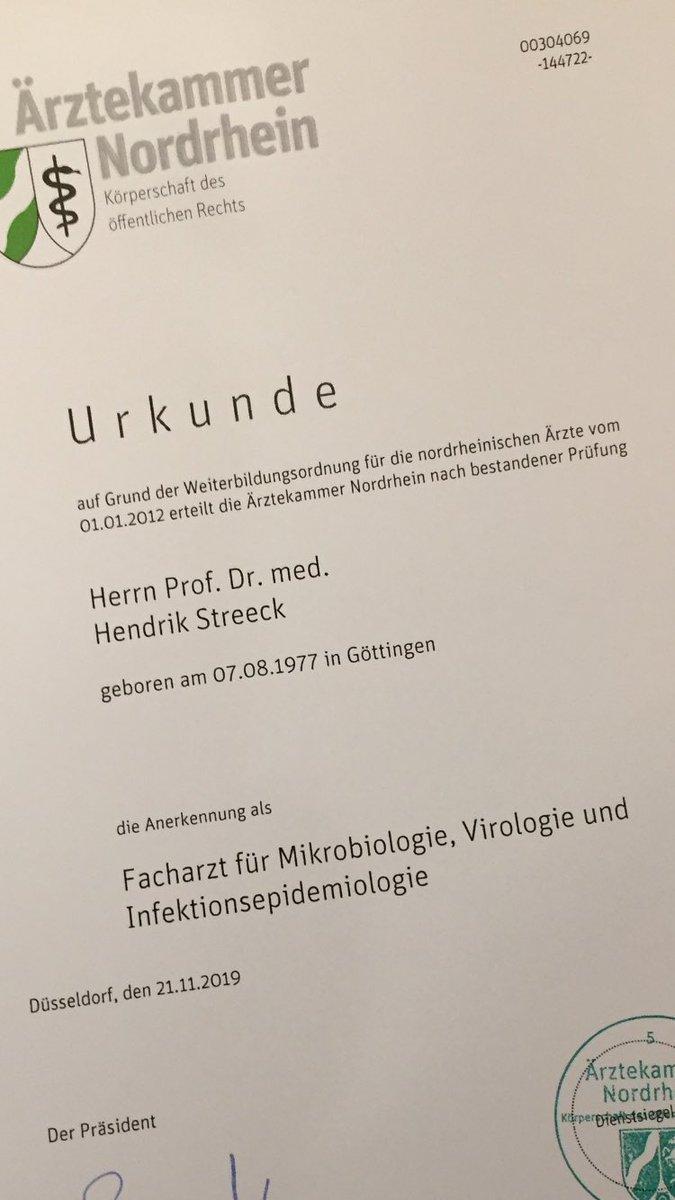 """Hendrik Streeck on Twitter: """"Endlich #Facharzt! 🎉🥂🥳 #virologie """""""