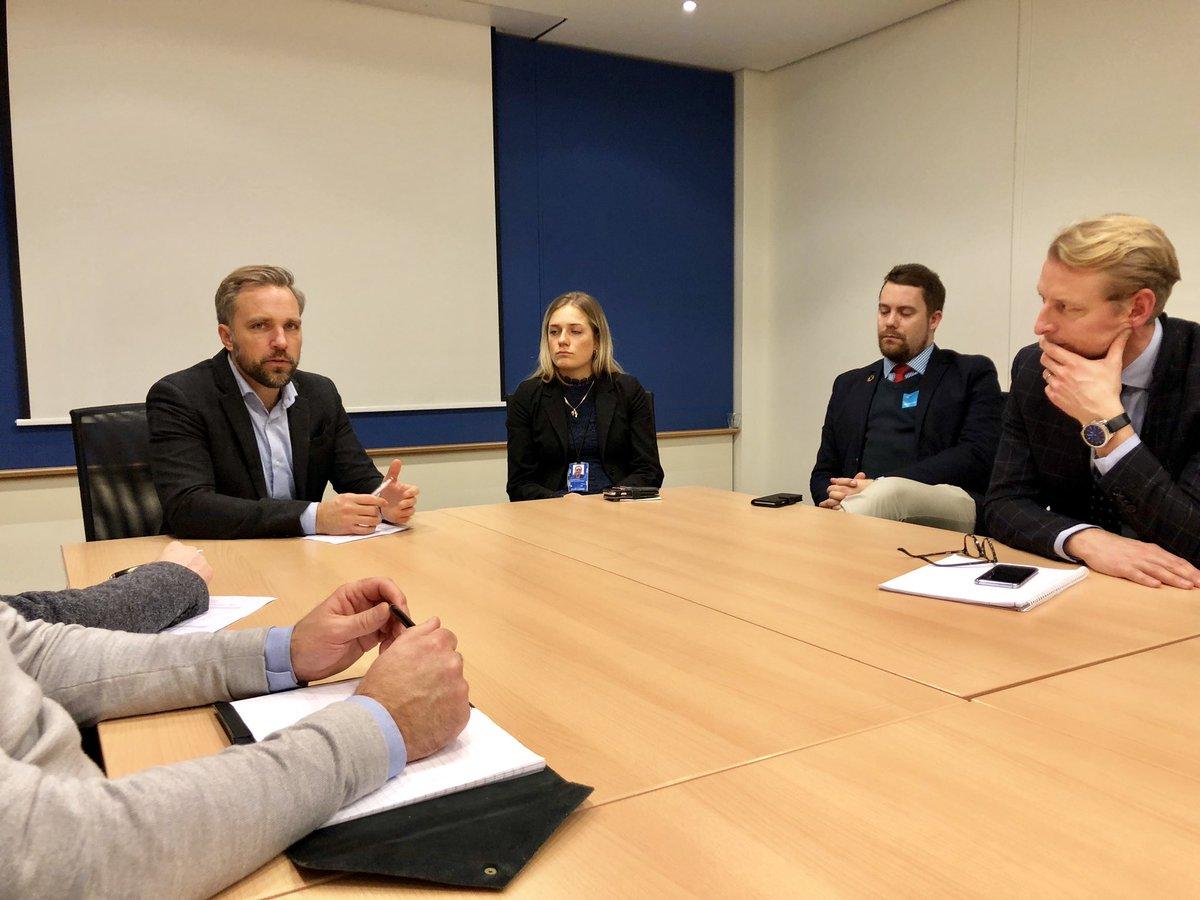 I dag är vårt branschutskott för buss på studieresa till Bryssel. Nu träffar vi @Centerpartiet i parlamentet för att diskutera #biobränsle och andra prioriterade EU frågor. Tack för nyans på debatten men vi står fast vid skattereduktion på biobränslet för fossilfria bussar.
