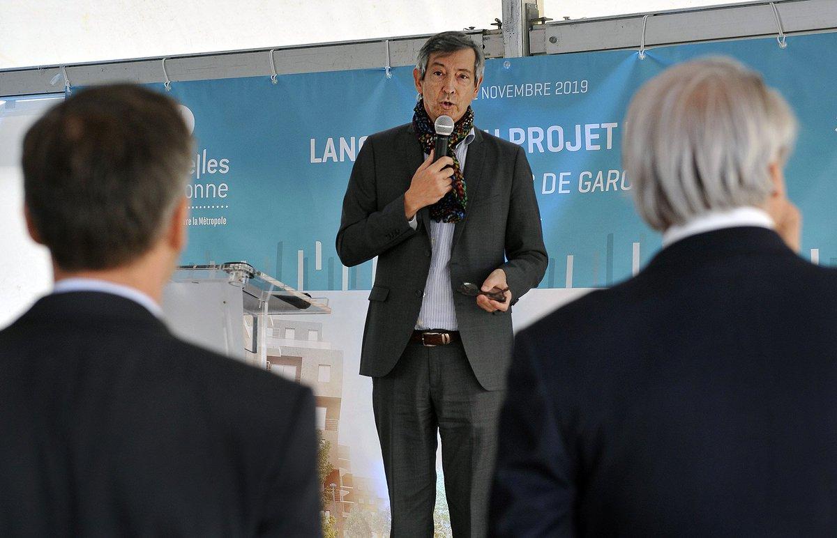 Ce matin avait lieu le #lancement du #chantier de construction des Passerelles de Garonne. Un projet de #logements, #commerces de proximité et #bureaux qui vont redynamiser le quartier de Lissandre. #Lormont #urbanisme @clairsienne #gironde #RiveDroiteBordeaux #bordeauxmetropole https://t.co/XG053RQ34D