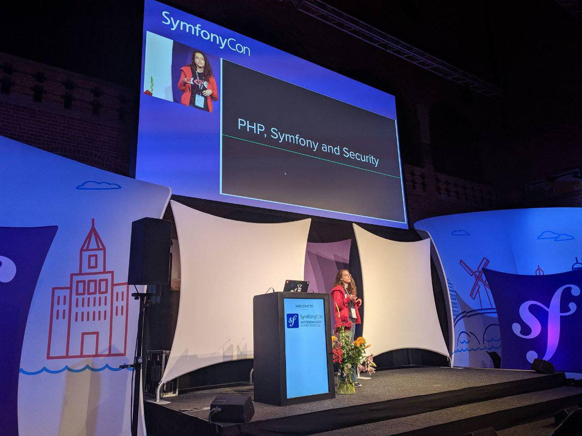 A @dianaarnos está na #symfonycon falando sobre PHP, Symfony and Security. 💜