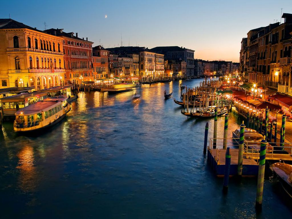 Sending our love to Venice ❤