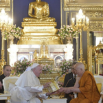 Image for the Tweet beginning: Francis visits idolatrous temple in