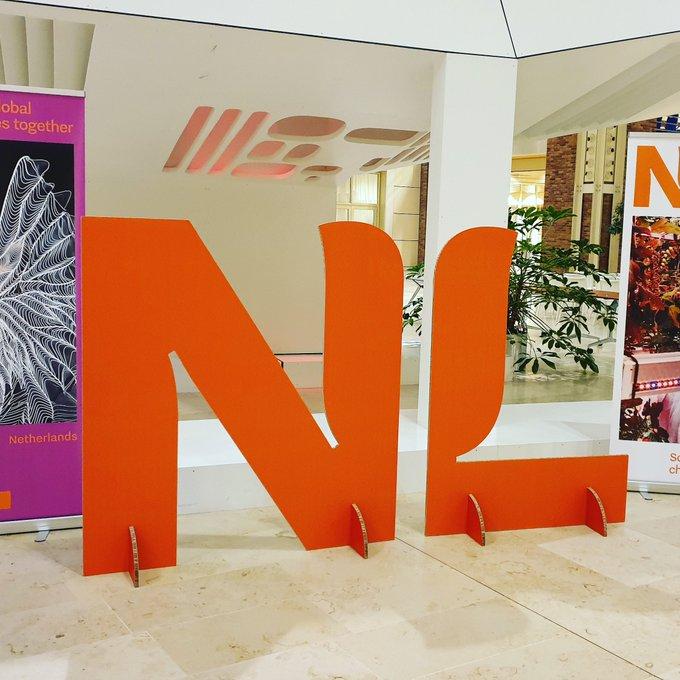 RT @awensveen: Het nieuwe logo van #Nederland. Ontwerp kost slechts € 200.000,- 🙈 https://t.co/XzfFXOflks