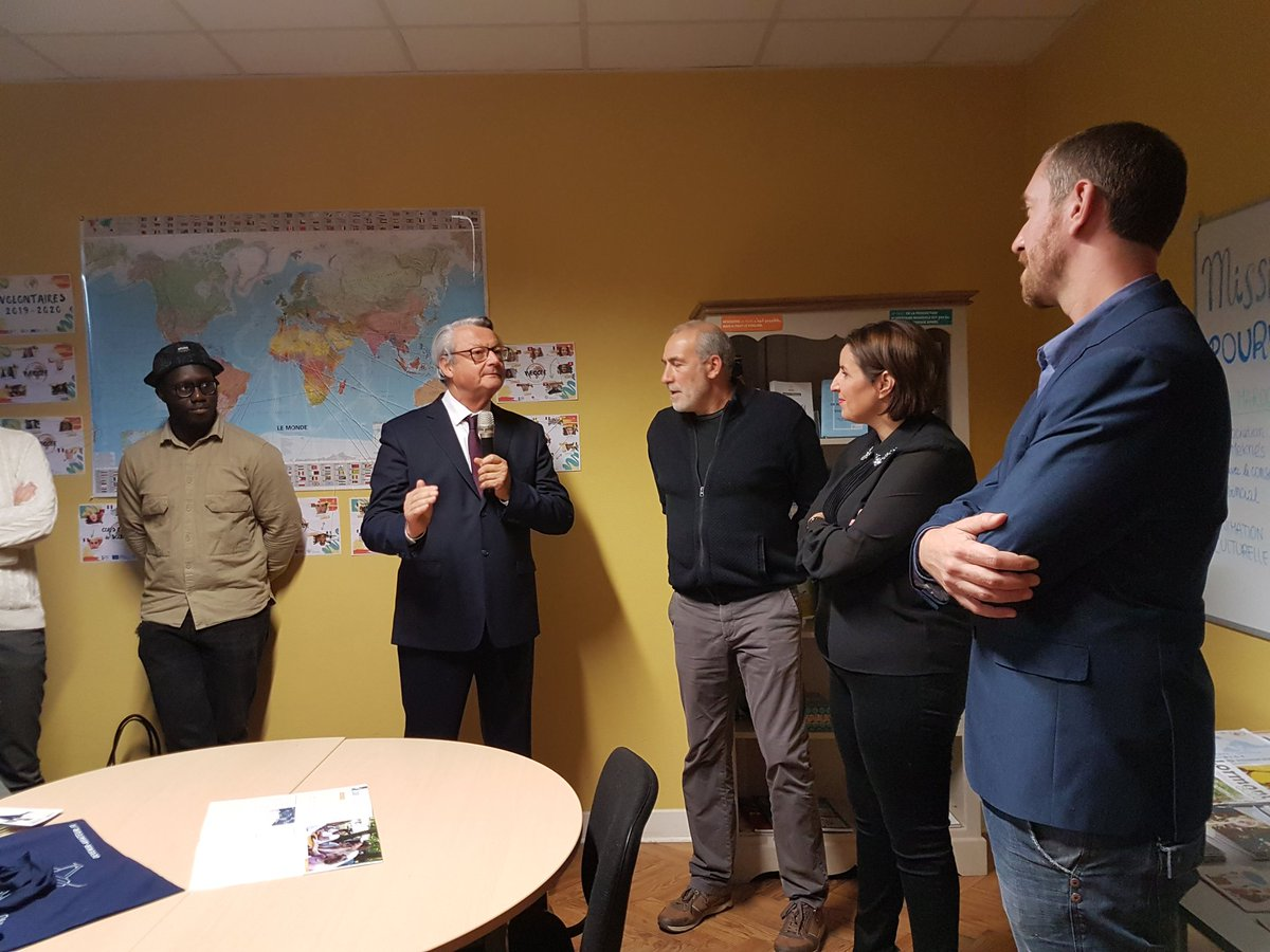 #Inauguration de la maison de l' #international à #Lormont qui acceuille l' #association Cool'eurs du monde. #jeunesse #gironde #mobilité https://t.co/hNsi8sZiJs
