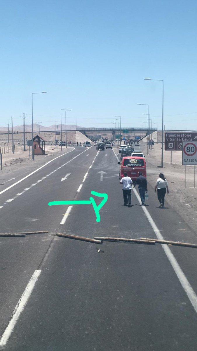 Representante @BuserBrasil  levando água mais dois cabeças da manifestação. Nossa quinta barreira em 1 km.