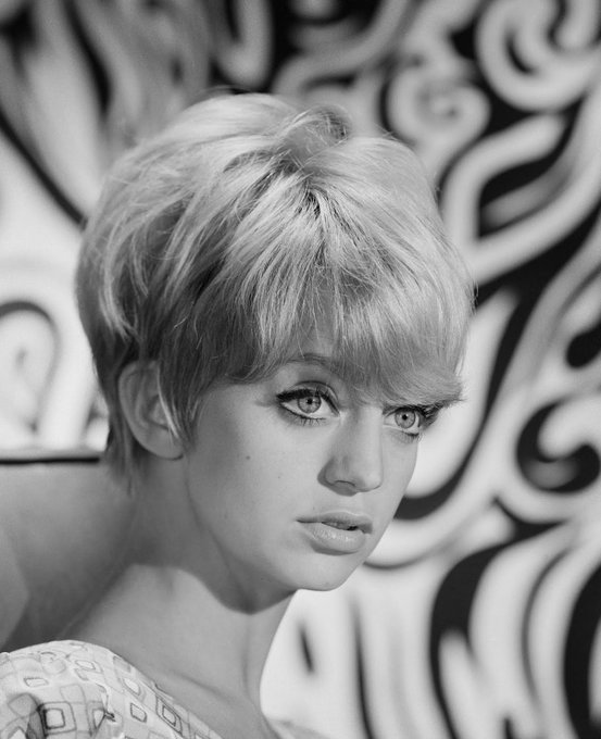 Happy birthday Goldie Hawn!!