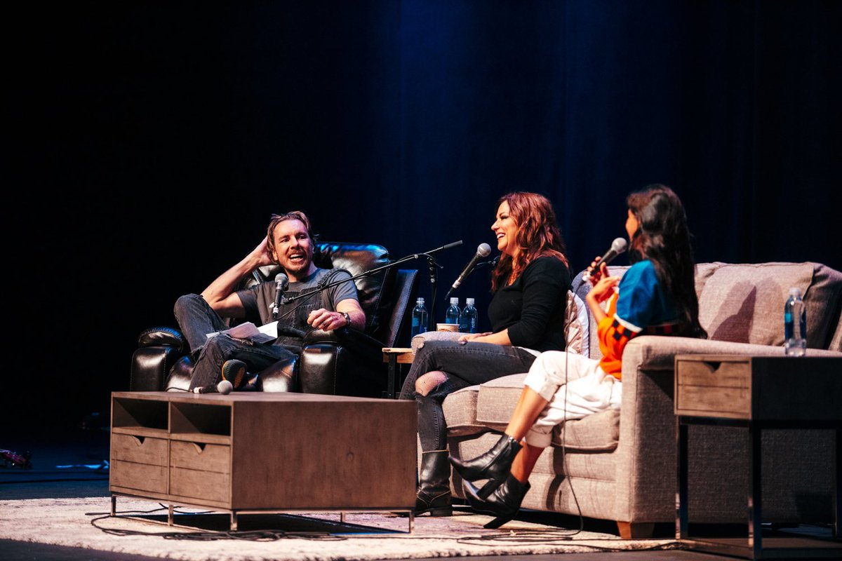 AE LIVE IN NASHVILLE WITH COUNTRY LEGEND @martinamcbride is up now!!! ❤️