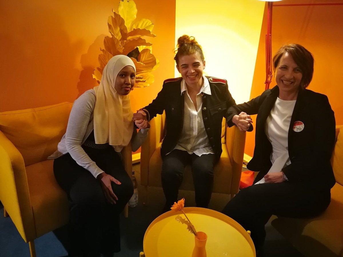 Was für ein wundervoller Abend gestern mit Anab von @Space2groW und Anna von @agitPolska e.V. Dank an @WKZBerlin Berlin und @Frauenkreise pic.twitter.com/42mcMJNuP6