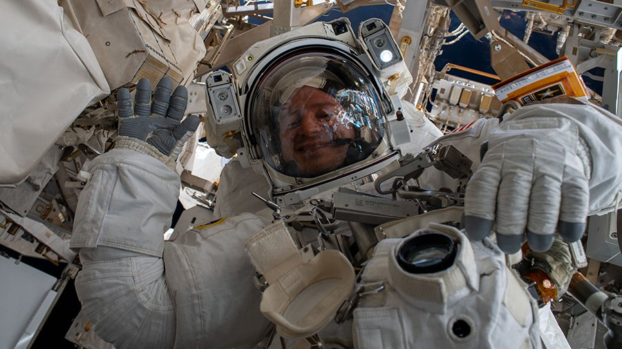 The Exp 61 crew is in final preps before Friday's spacewalk while setting up research hardware for next week's space biology activities. Got questions? #AskNASA Read more... https://go.nasa.gov/348EVcL