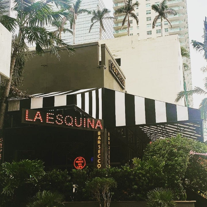 Who's ready to party at the best #Esquina of #Brickell?pic.twitter.com/UVCpmYt04U