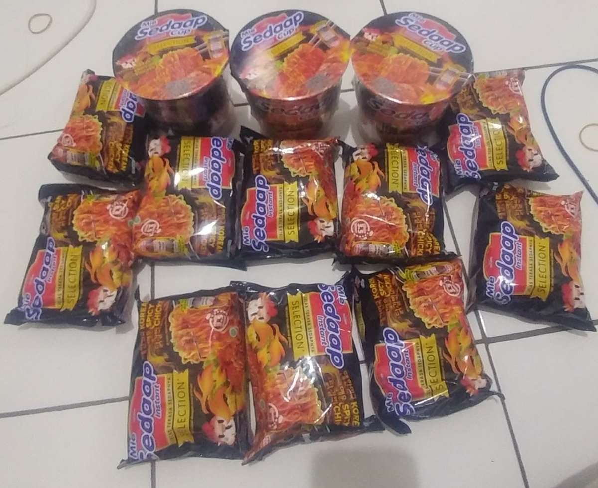 Special giveaway (limited) for #SS8inBKK. Instant noodle 'Siwon's Mie Sedap Selection Korean Spicy Chicken' <br>http://pic.twitter.com/NuTx2j5ies