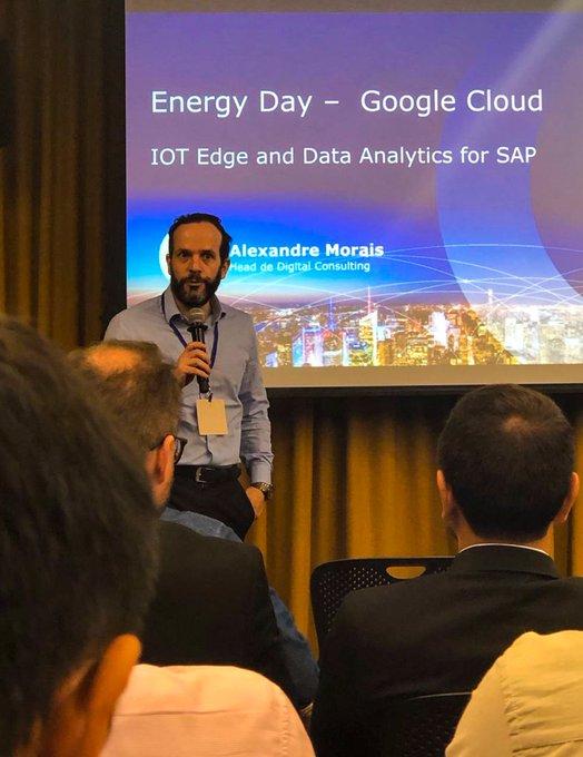 Hoje nosso time marcou presença na sede da @Google, em um evento para o...