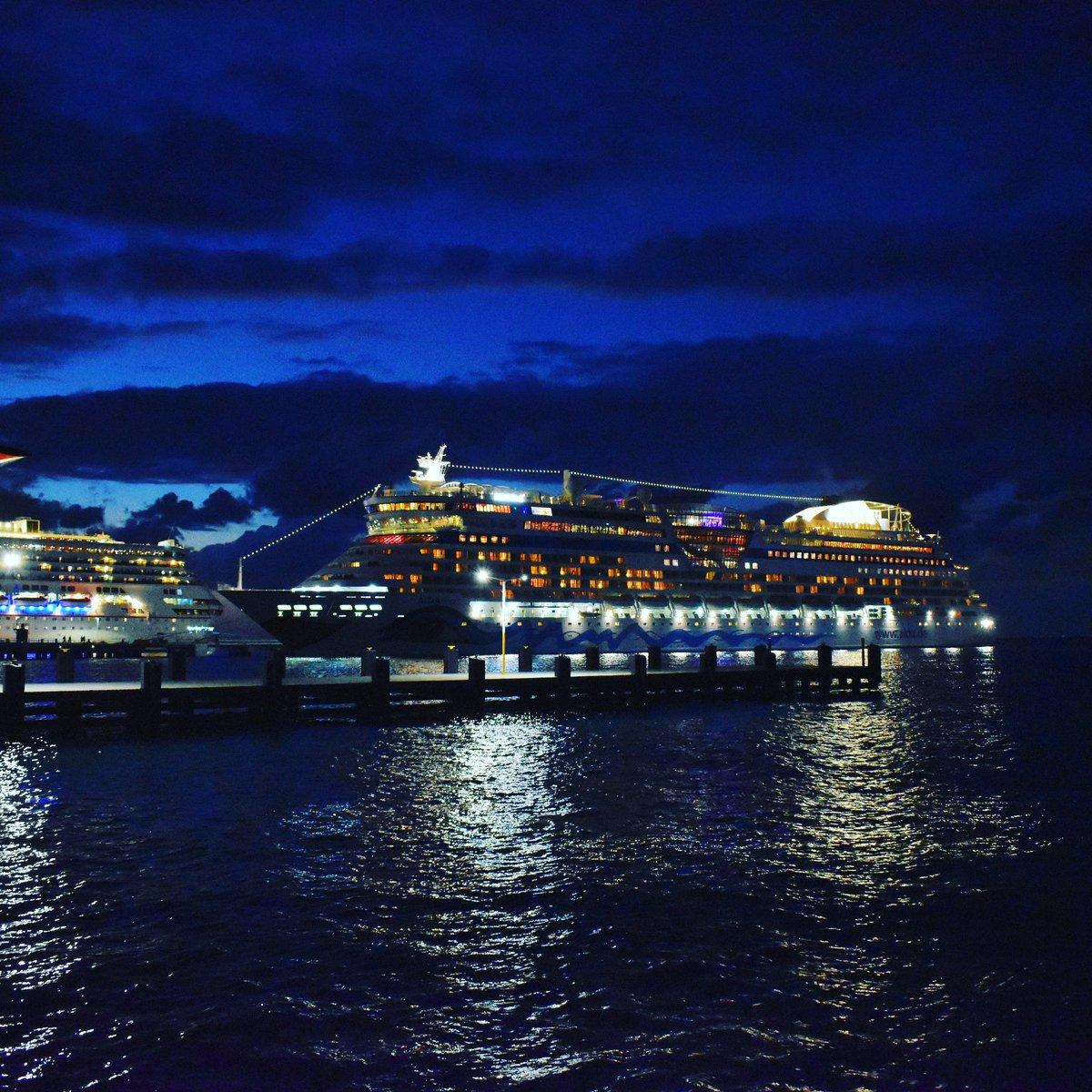AIDA in Cozumel  #adventuretime #beach #mar #caribbeansea #caribe #paradise #vacation #happy #cozumelisland #costamaya #beachday #aida #aidacruises #cruiseship #kreuzfahrt #aidamomente #kreuzfahrtliebe pic.twitter.com/v9CyEGIOSj