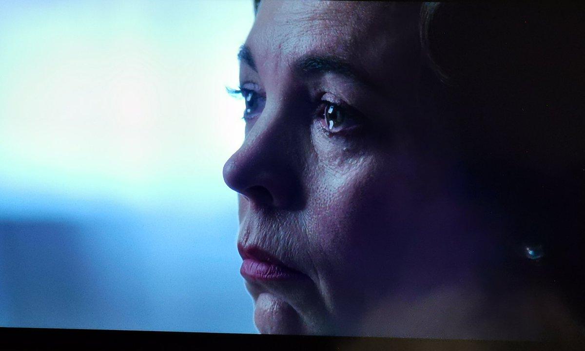 Llevo apenas 3 episodios de #TheCrown y confieso desde ya, que es mi favorita. Supera totalmente las anteriores. Olivia Coleman es una deidad de la actuación.Olvídense ya de Meryl Streep y Laura Dern en la TV!Bueno, no! Un gusto disfrutar de estas actrices 🖤