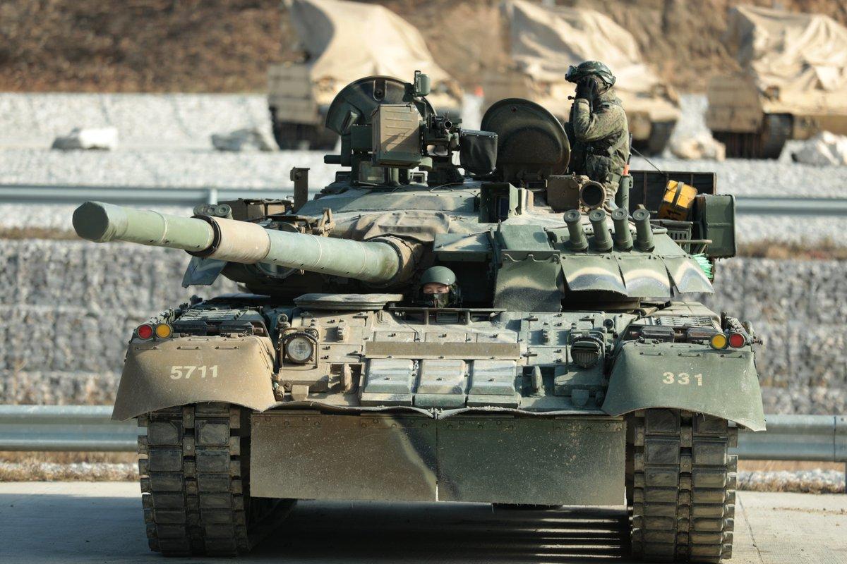 Фото: Немецкие солдаты на советском среднем танке Т-34, брошенном ... | 800x1200