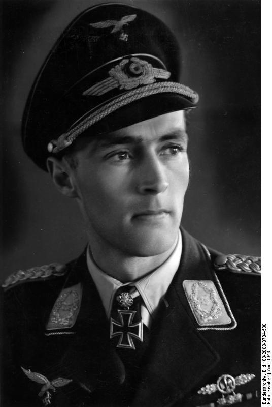 メルダースの葬儀に出席した撃墜王の1人にカール=ゴットフリート・ノルトマン(2枚目最前列左)がいるのだが、彼の誕生日は今日である。つまり、彼にとっては戦友が亡くなった日と自分の誕生日が同じなってしまったのである。 彼は戦争を生き抜き、戦後はベンツ社の北アメリカの支社で社長を勤めた。
