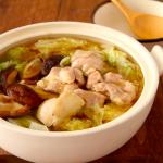 超簡単に鶏の旨みがじわる鍋。「材料3つ」でこんな美味しく、ビタミンCがとれて風邪対策にもおすすめ
