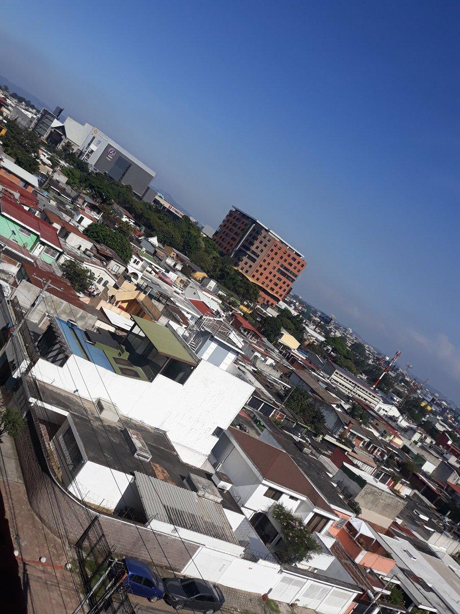 A estas alturas viendo las horas pasar #StreetPhotography #StreetActivity #Street #City #Urban #Building #UrbanPhotography #Photography #PhotographyEveryday