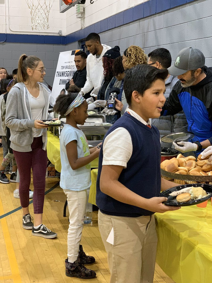 📸 @ToBrad1 hosted a Thanksgiving meal for 125 children and their families at @BGC_SaltLake this evening #NBACares