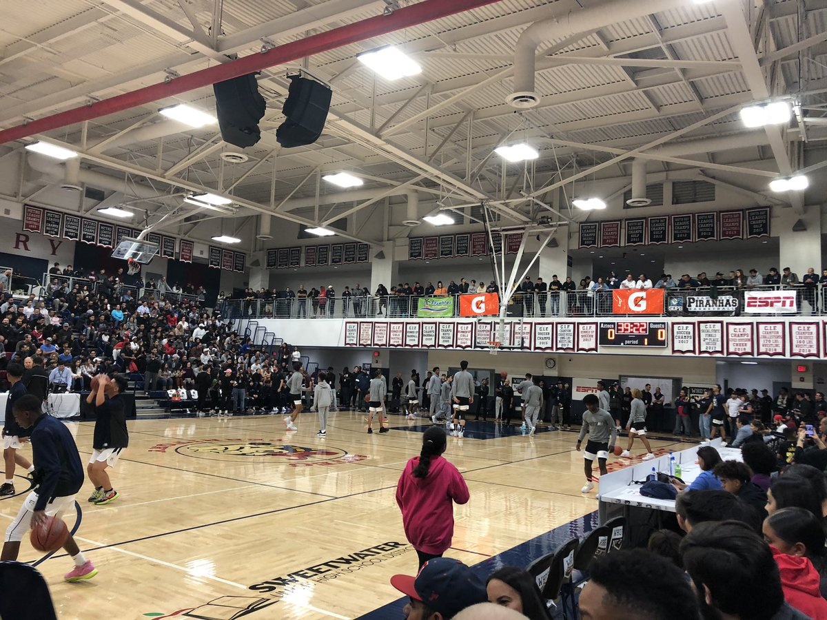 Packed house tonight for the @wearemoh vs. @SCanyonBBall for the 2nd anual San Diego Tip Off Challenge #suhsd