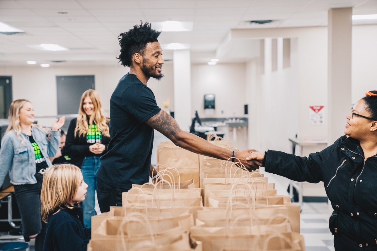 Our Timberwolves were busy out in the community tonight helping feed families in need this holiday season. #PackGivesBack #NBACares #SeasonofGiving