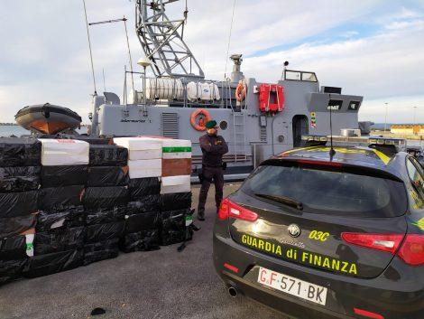 """Contrabbando di sigarette nel canale di Sicilia, 17 arresti e 7 tonnellate di """"bionde"""" sequestrate - https://t.co/ctSWJu7YNN #blogsicilianotizie"""
