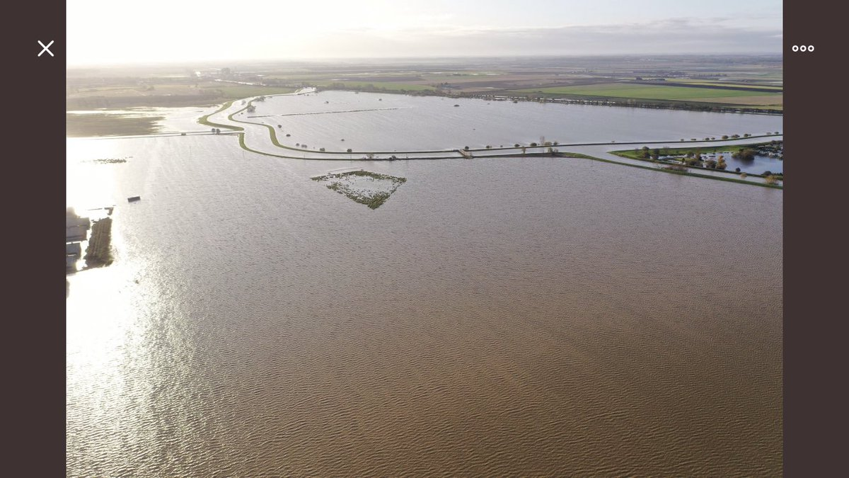 River Witham has overtopped east of Lincoln - has exceeded its record height in last 24hrs. Extensive flooding. Images from Short Ferry area courtesy of @dronemanuk https://t.co/IxSRNELnUS