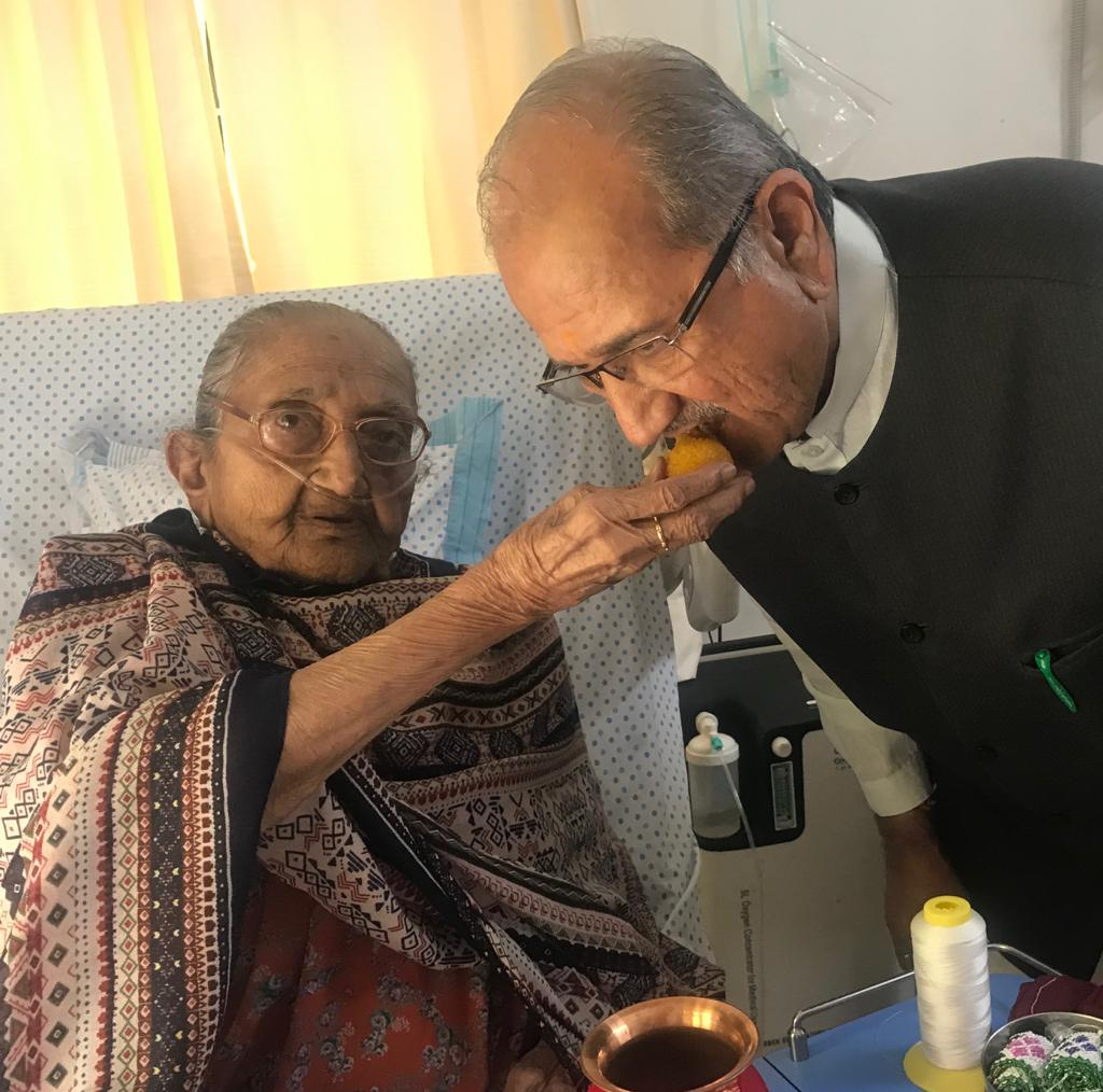 Minister Chudasama resumes eating sweet after a gap of 29 years