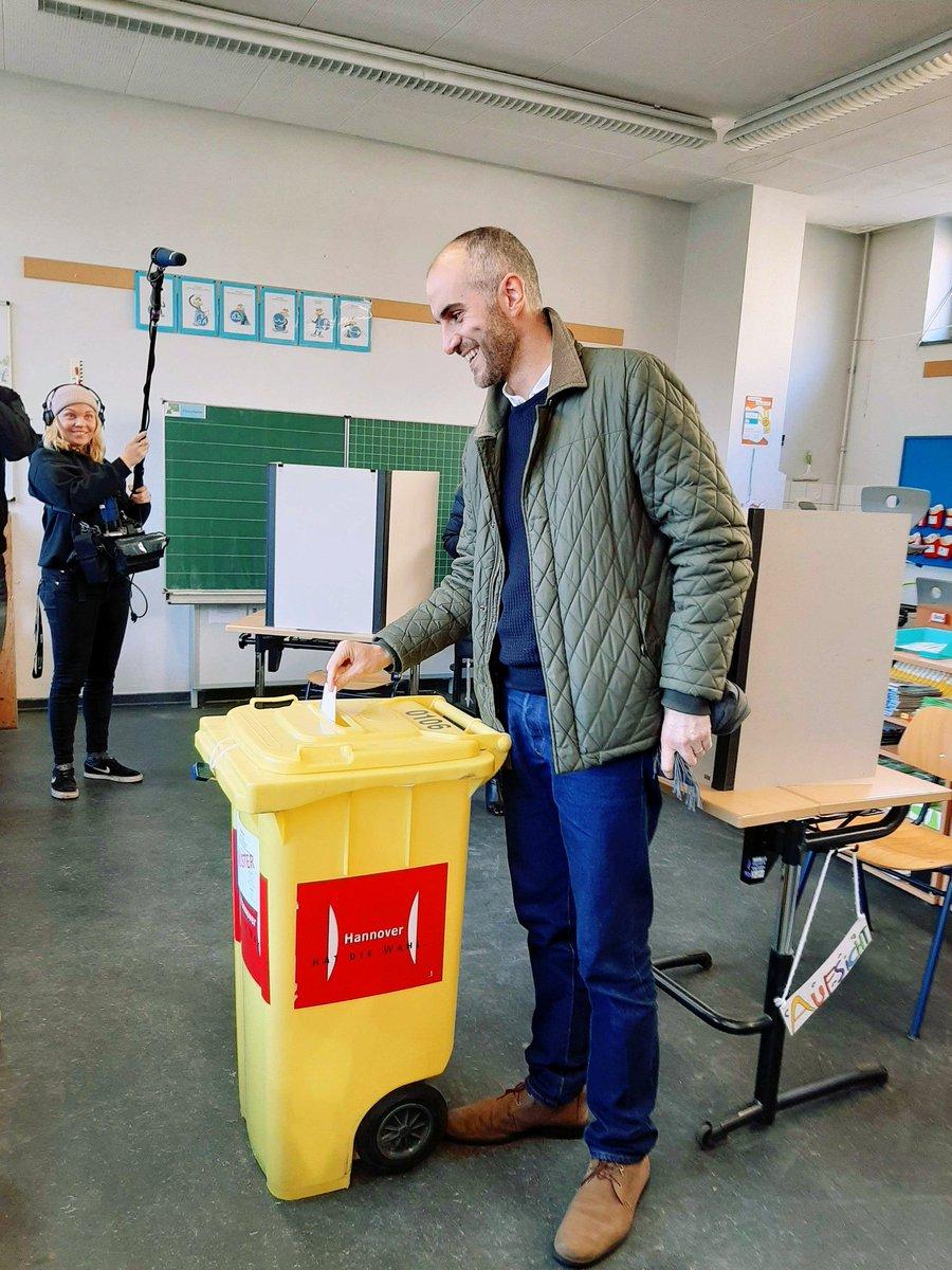 Heute entscheidet Hannover, wer nächster OB wird. Dürft ich da wählen, würd ich @BelitOnay wählen. Daumen gedrückt, hab ein gutes Gefühl! 🗳🌻 https://t.co/ePF9UCdST4