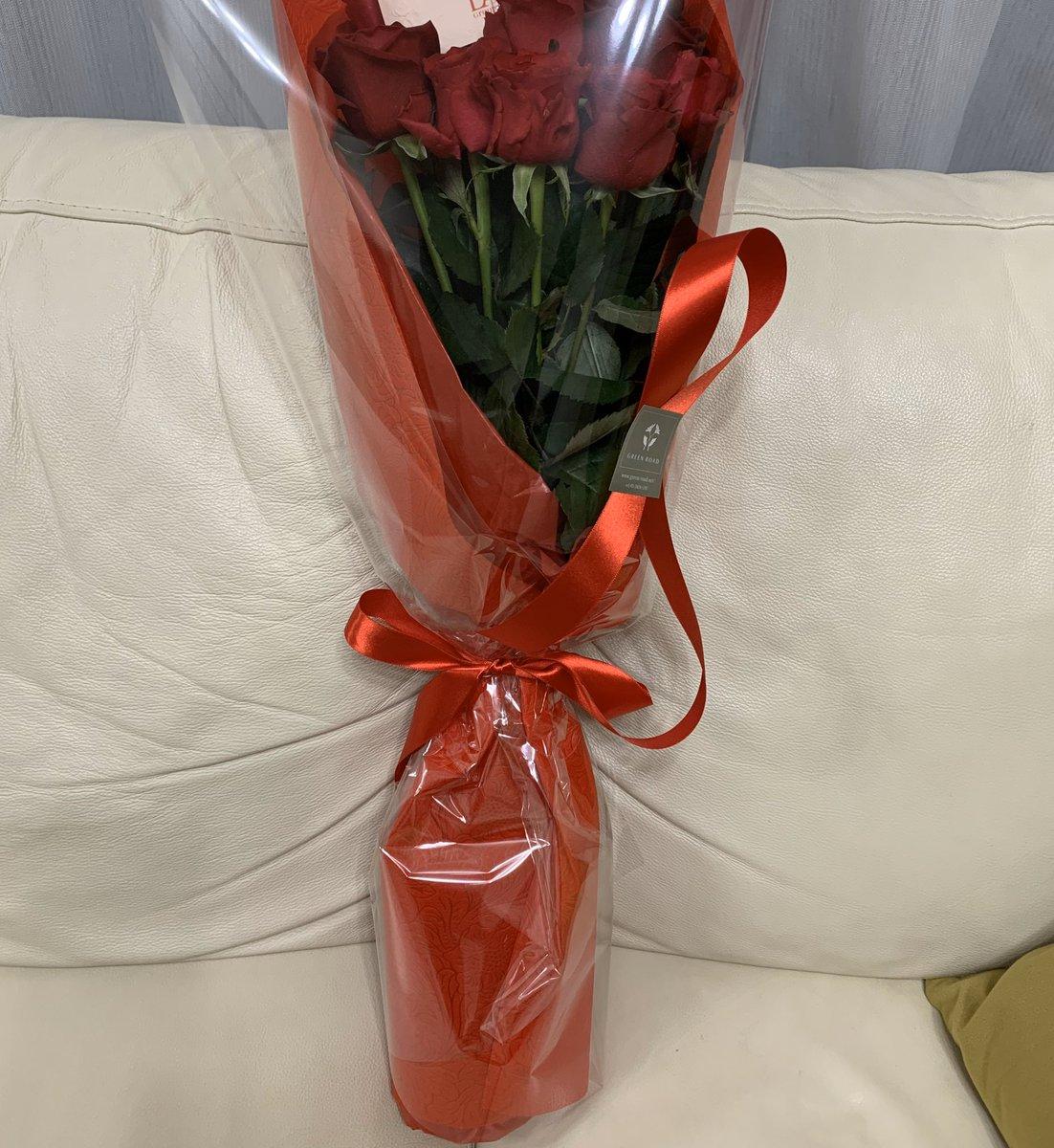 妻の会社から毎年結婚記念日(に近い休日)に花束が届く。ありがたや〜。明日で丸7年。いつも支えたり蹴飛ばしたり(?)してくれる妻に感謝😊