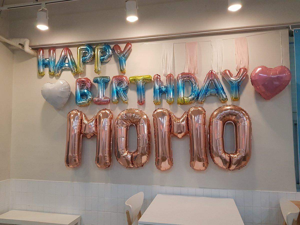 어제(191109) 나봉이 생일 이후 처음으로 모모링 생일날 이렇게 또 갔다오네요😁💕 진짜 너무 이뻤습니다 @momosupporter  님 정말 감사합니다👍💕  #HappyMOMOday #DancingMachineMomo #OurLovelyMomoDay #모모야생일축하해  #모모의_몬지아는_생일 #ももりんのたんじょーびん