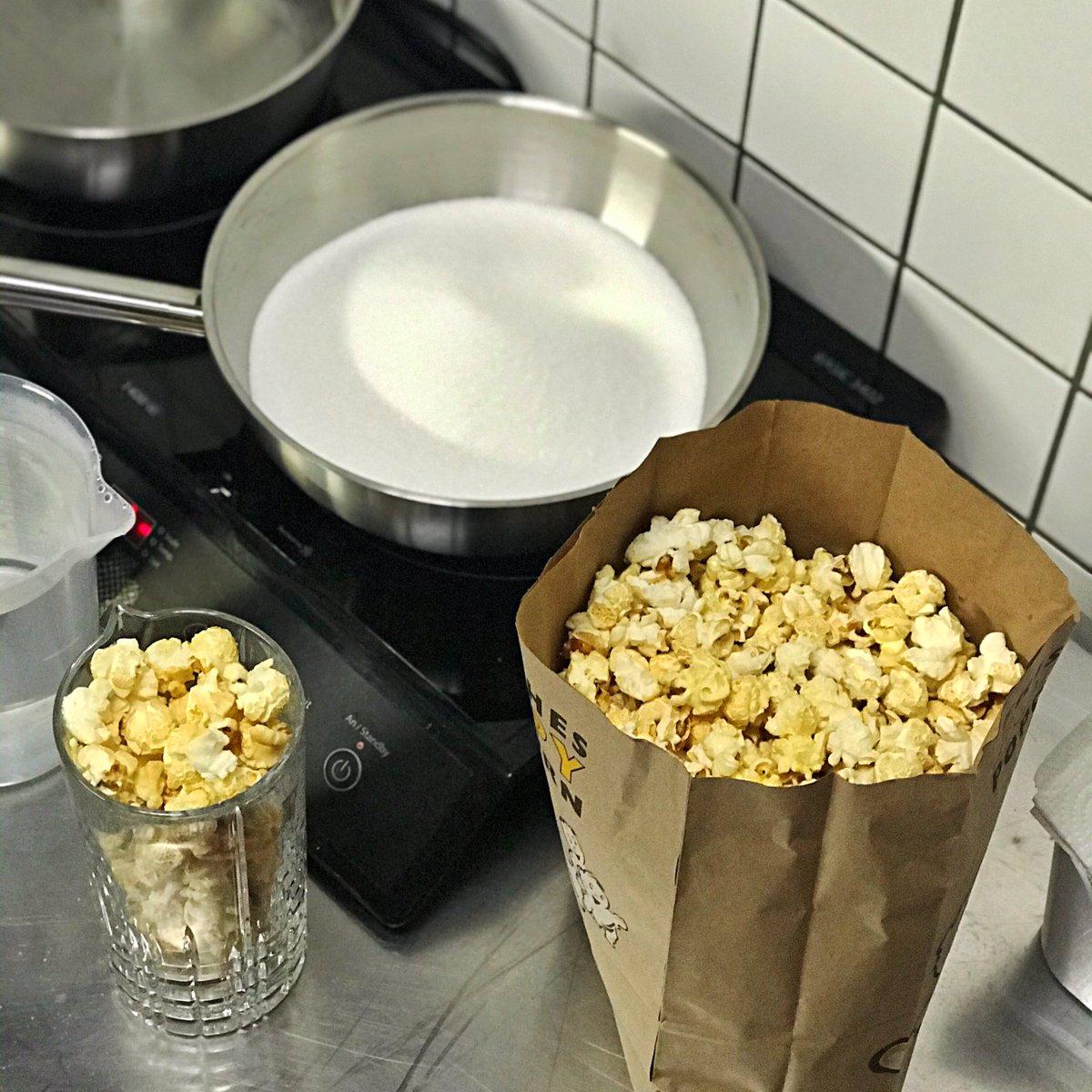 Wir kochen #popcorn Sirup für unseren neuen #woodfordreserve #oldfashioned - ab 14.11.2019 bei uns in der #schoolofdrinking   #bestepopcorn #popcornoldfashioned #cocktailporn #thetastingroom #cocktailküche #cocktailkitchen #barkultur #ruhrgebiet #thekenprominenz #kneipenromantikpic.twitter.com/3tN05VelMX