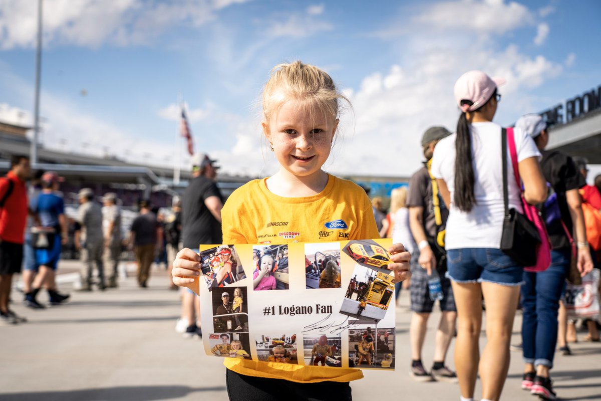Making dreams come true one fan at a time 😊 @joeylogano   @ISMRaceway