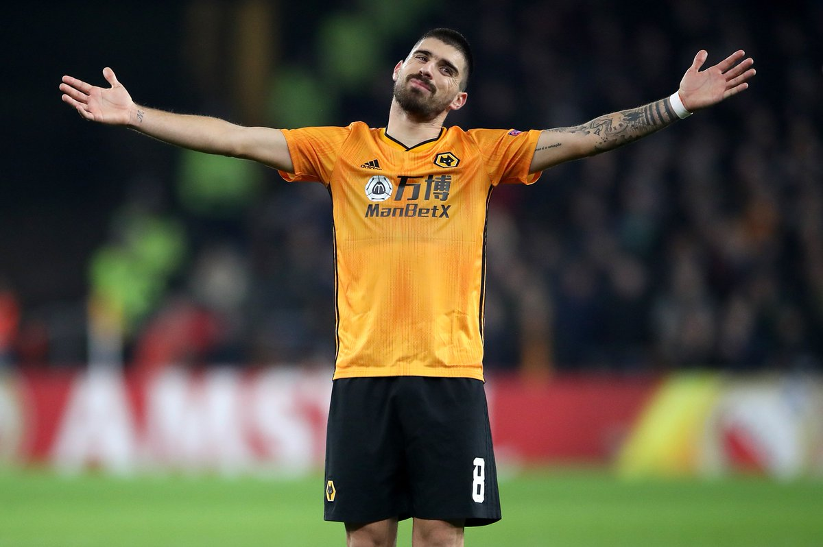 Wolves 1-0 Aston Villa HT: ⚽️ Neves The midfielders trademark long-range effort separates the sides at the break at Molineux.