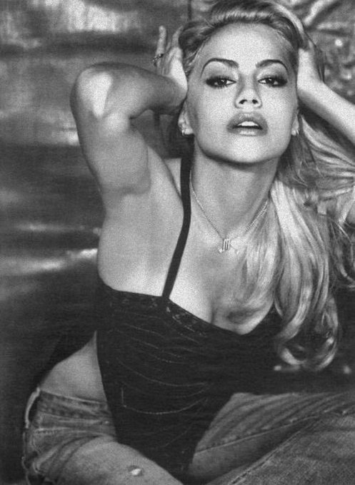 Happy birthday to this timeless beauty, Brittany Murphy. she deserved so much better & still does.