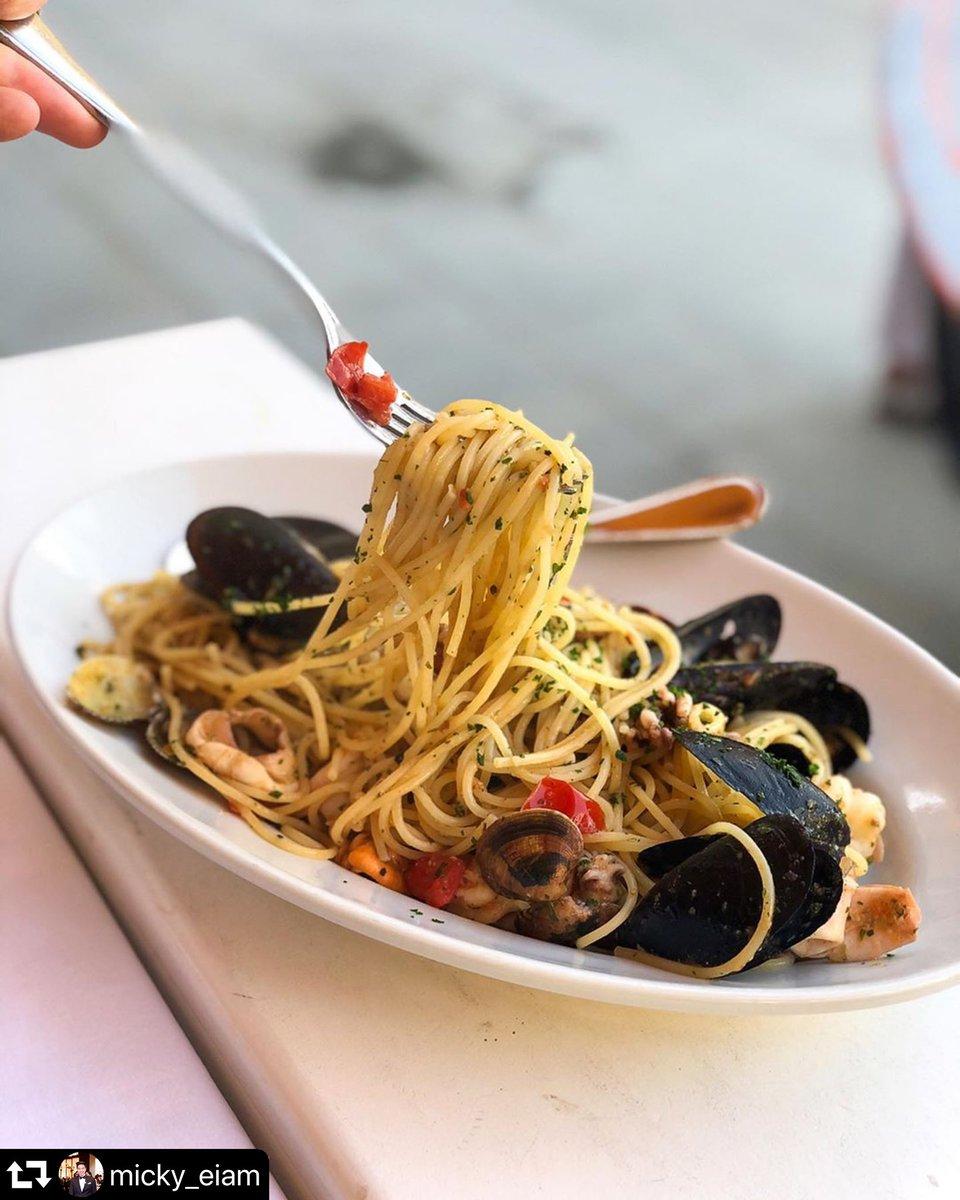 "When visiting #Vernazza #CinqueTerre I recommended this #restaurant""Gianni Franzi""#hotel #spaghettialloscoglio #seafoodspaghetti #parco5terre #turismoinliguria #glamliguria #vivoliguria #volgoliguria #amoliguria #volgolaspezia #bestplacetogo #ristorante #ligurianfood #eatfamouspic.twitter.com/t8UwP7oKSi"