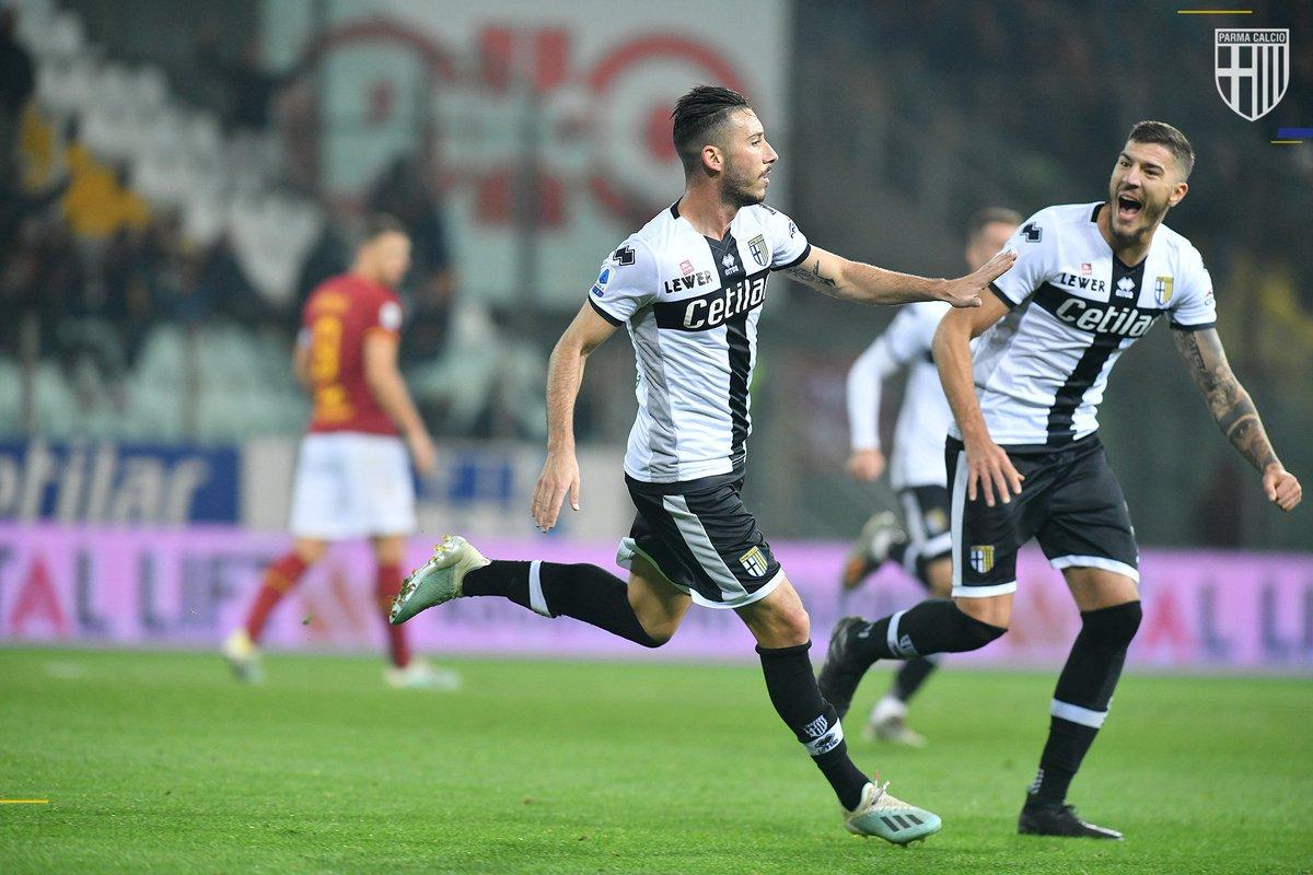 Quando segni il tuo primo gol in campionato 😍💛💙 #ParmaRoma