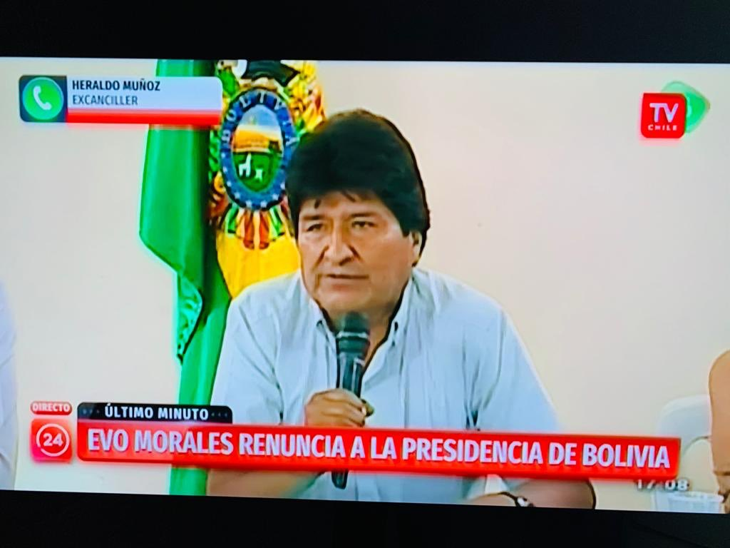 A defeated cheater President of Bolivia Evo Morales just resigned this is only possible because of the Bolivian Military who sided with the rule of law & with the people.  So glad for democracy. #BoliviaDijoNo #BoliviaUnida #EleccionesBolivia @EmbEUAenBolivia @IvanDuque<br>http://pic.twitter.com/uQjvXhfKAB