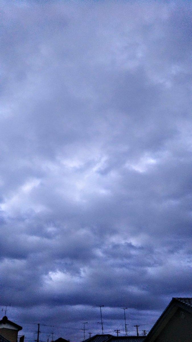 ☁空のある風景☁秋が深まり🍁🍂🍠夜になると何処からともなくピィ〜〜♪あの音を聴くとヤバイ買うとヤバイ食べるとヤバイお尻がヤバイプゥ〜〜♪食べたらさあ明日から頑張るか🏃この考えがヤバイ🙅【替え歌】 ⬅ #イマソラその他 #カコソラ