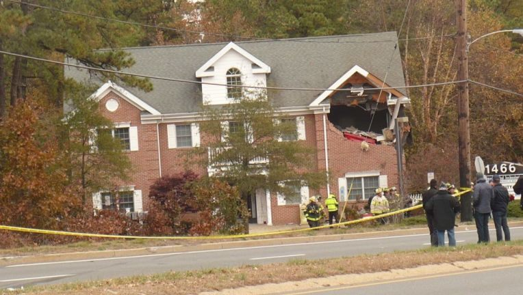 Two people are dead after a driver lost control of his Porsche convertible and went airborne, crashing into the second floor of a building in New Jersey.  http:// bit.ly/2NyGM4p    <br>http://pic.twitter.com/iBKDcWkbt7