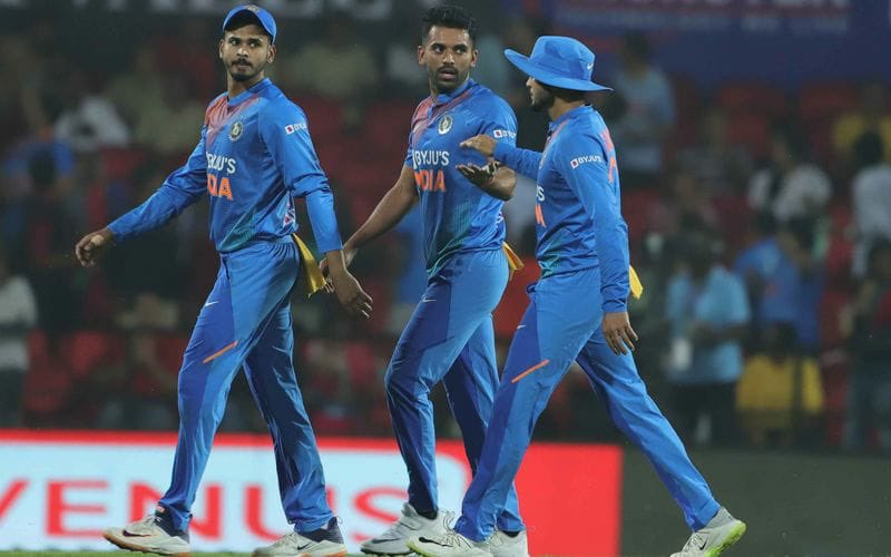 Great team effort last night 🙌🏻 And a superb performance by these two stars 🌟  #INDvBAN https://t.co/PBGpZTcyz0
