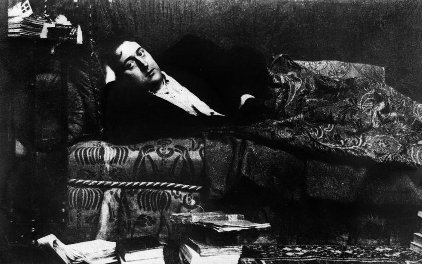 """RT @franceculture C'est un document radiophonique exceptionnel, enregistré entre 1911 et 1914. Le son, certes lointain, donne à entendre la voix de Guillaume Apollinaire lui-même lisant """"Le pont Mirabeau"""" et """"Marie"""" ! #Unpoèmepourseréveiller https://t.co/T8IkdJsuPQ"""