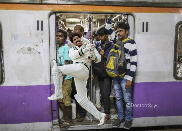 *Everyday struggle of a Mumbaikar travelling in a local train.*   #RanveerAsKapil <br>http://pic.twitter.com/ti0D7OKfBY