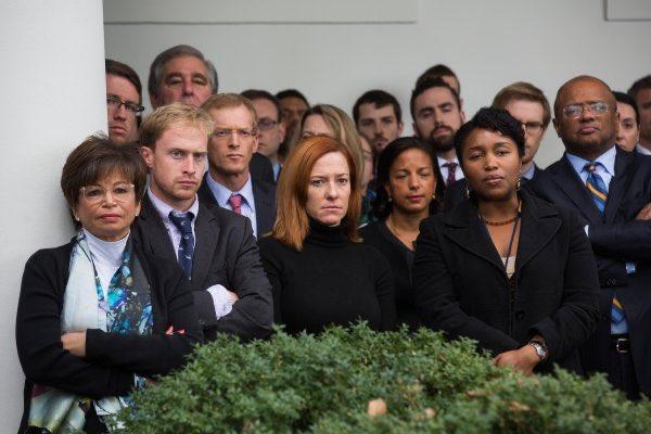FLASHBACK (2016) #TrumpDerangementSydrome, The Early Days...  (President @BarackObama's staffers watch as Obama congratulates President-Elect @realDonaldTrump)<br>http://pic.twitter.com/Hkbe6yG914